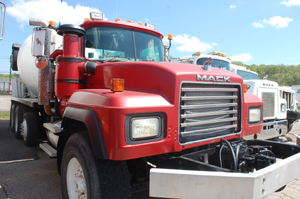 MACK RD690S     QUAD-AXLE MIXER