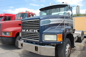 MACK CH613       CONVENTIONAL TRACTOR